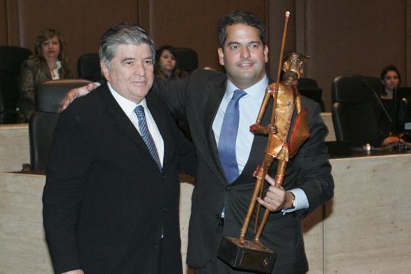 Sr. Sérgio Machado, presidente da Transpetro, com o Dr. Bruno Calfat, advogado agraciado com o Troféu Dom Quixote