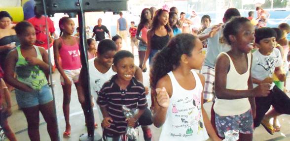 Páscoa no Chapéu Mangueira, um evento da Maneh Produções, projeto premiado. As crianças passaram a tarde se divertindo e se deliciando com a distribuição de chocolates
